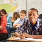 Für Kinder und Jugendliche kommt der Antrag auf Bildung und Teilhabe in Frage.