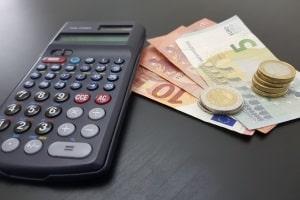Für Arbeitslosengeld 1 müssen drei Voraussetzungen erfüllt werden.