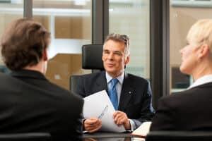 Eine gute Bewerbung führt zum Vorstellungsgespräch und mit etwas Glück zur Anstellung.