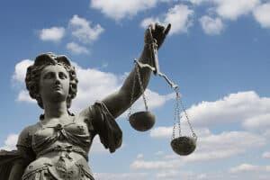 Ein Urteil vom Bundesverfassungsgericht zu Hartz-4-Sanktionen steht noch aus.