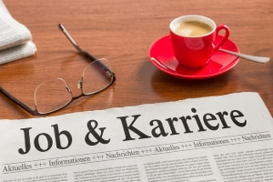 Freie Arbeitsplätze finden sich auch in Tages- und Wochenzeitungen.