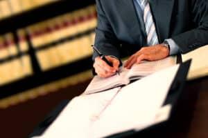 Hartz-4-Anwalt: Werden die Kosten vom Staat übernommen?
