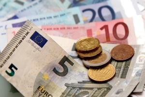 Hartz-4-Nachhilfe: Wird der Antrag bewilligt, erhalten Sie das Geld auf Ihr Konto.