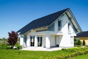 Hartz 4 beziehen und dennoch Hausbesitzer sein ist möglich, wenn das Haus angemessen ist.