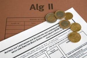 Durch die Vermutung einer Haushaltsgemeinschaft kann der ALG-2-Regelsatz gesenkt werden.