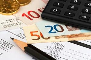 Eine Haushaltsgemeinschaft muss vom Jobcenter nachgewiesen werden, bevor es fremde Einkünfte anrechnen darf.