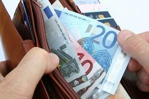 Wenn Sie sich ein Sozialticket kaufen wollen, müssen Sie mit Kosten um die 30 Euro rechnen.