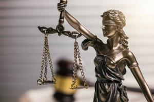 Beim Verwaltungsakt können Form- und Verfahrensfehler eine Klage begründen.