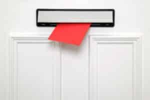 Wenn Sie Ihren Widerspruch beim Jobcenter per Post schicken, nutzen Sie ein Einschreiben